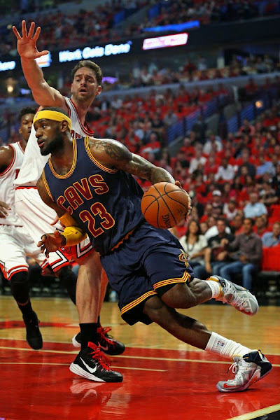 James Sticks to Regular Nike LeBron 12 in Game 3 Loss