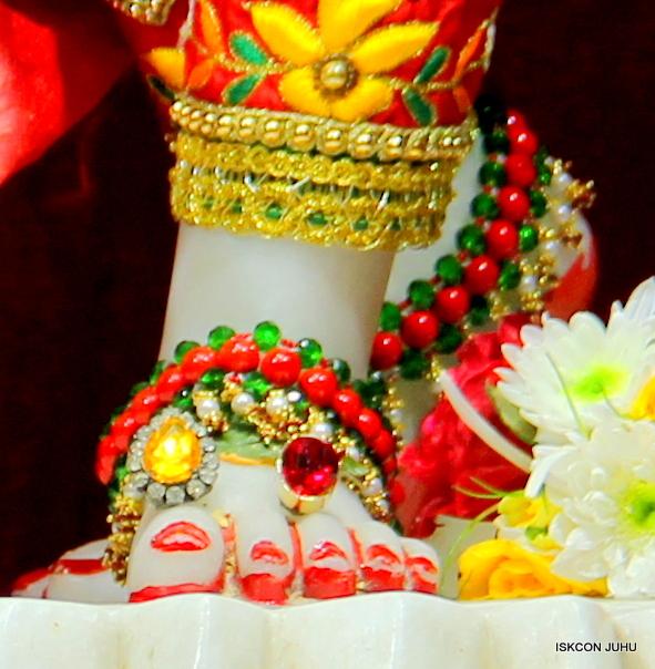 ISKCON Juhu Sringar Deity Darshan 09 Feb 16 (47)