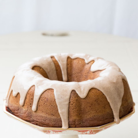Pumpkin Spice Bundt Cake with Maple Glaze {vegan}