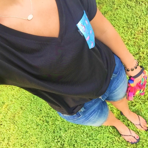 pocket tee, mom style, pom pom clutch, kendra scott