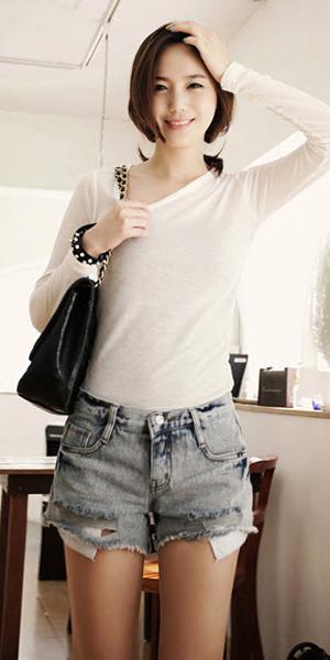 2 phong cach don gian voi jeans rach  5