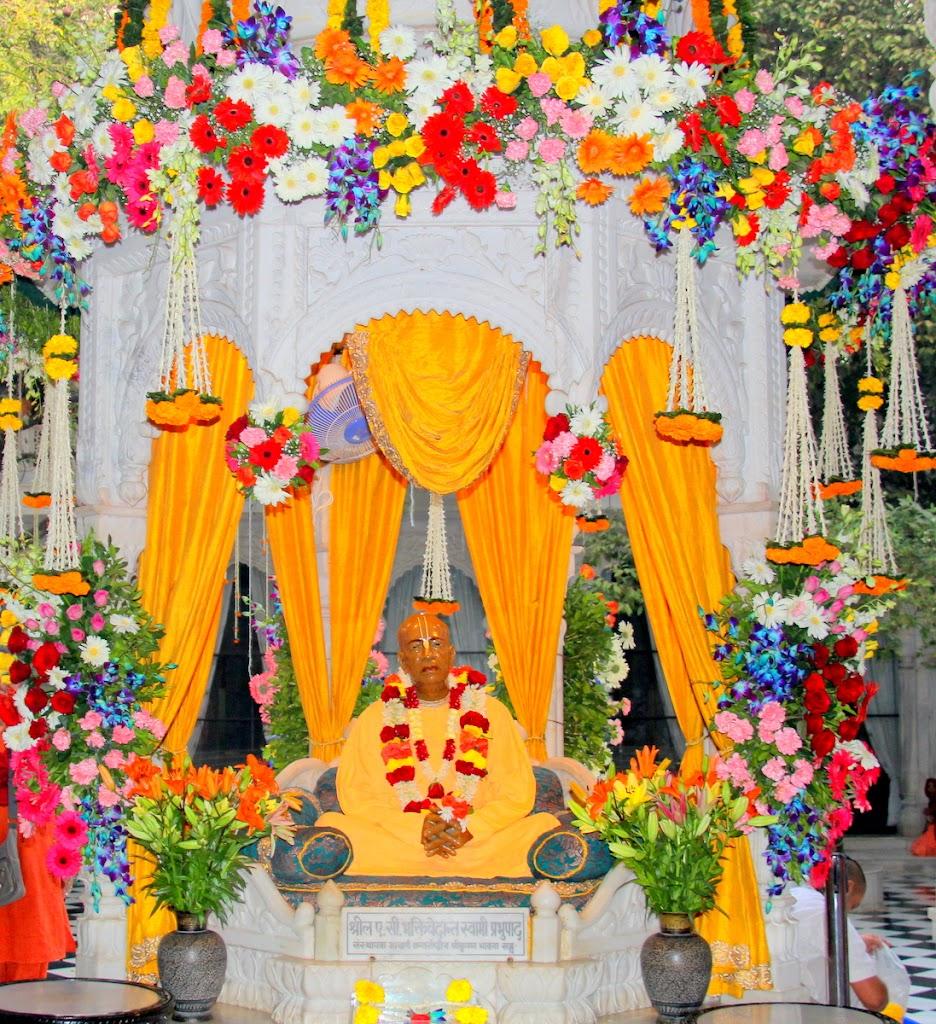 ISKCON Juhu Sringar Deity Darshan 14 Jan 2016 (31)