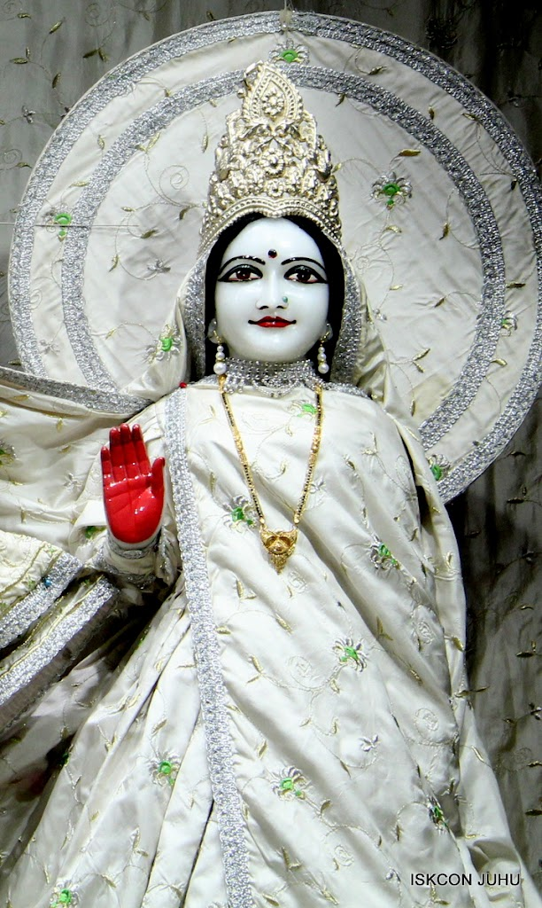 ISKCON Juhu Mangal Deity Darshan 21 Jan 16 (11)