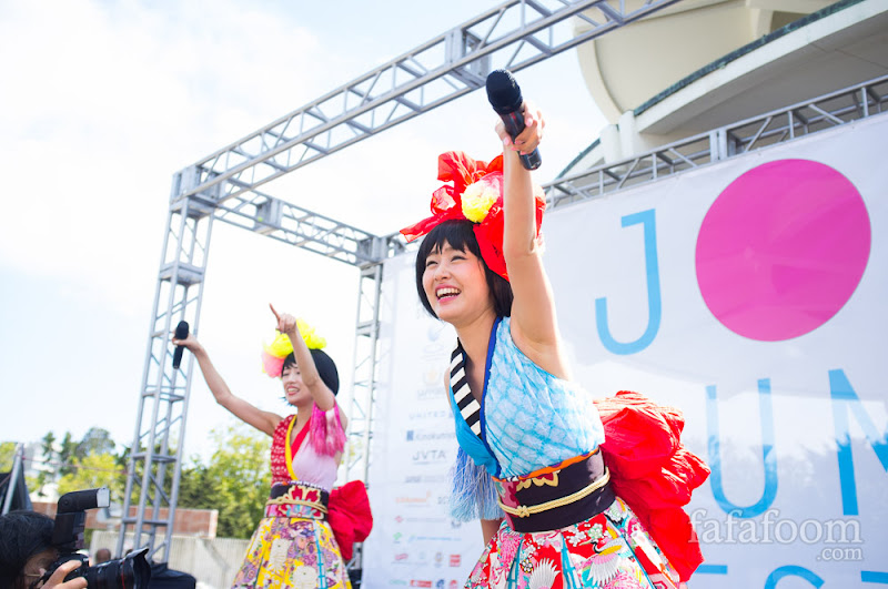 Yanakiku performing during J-Pop Summit 2014