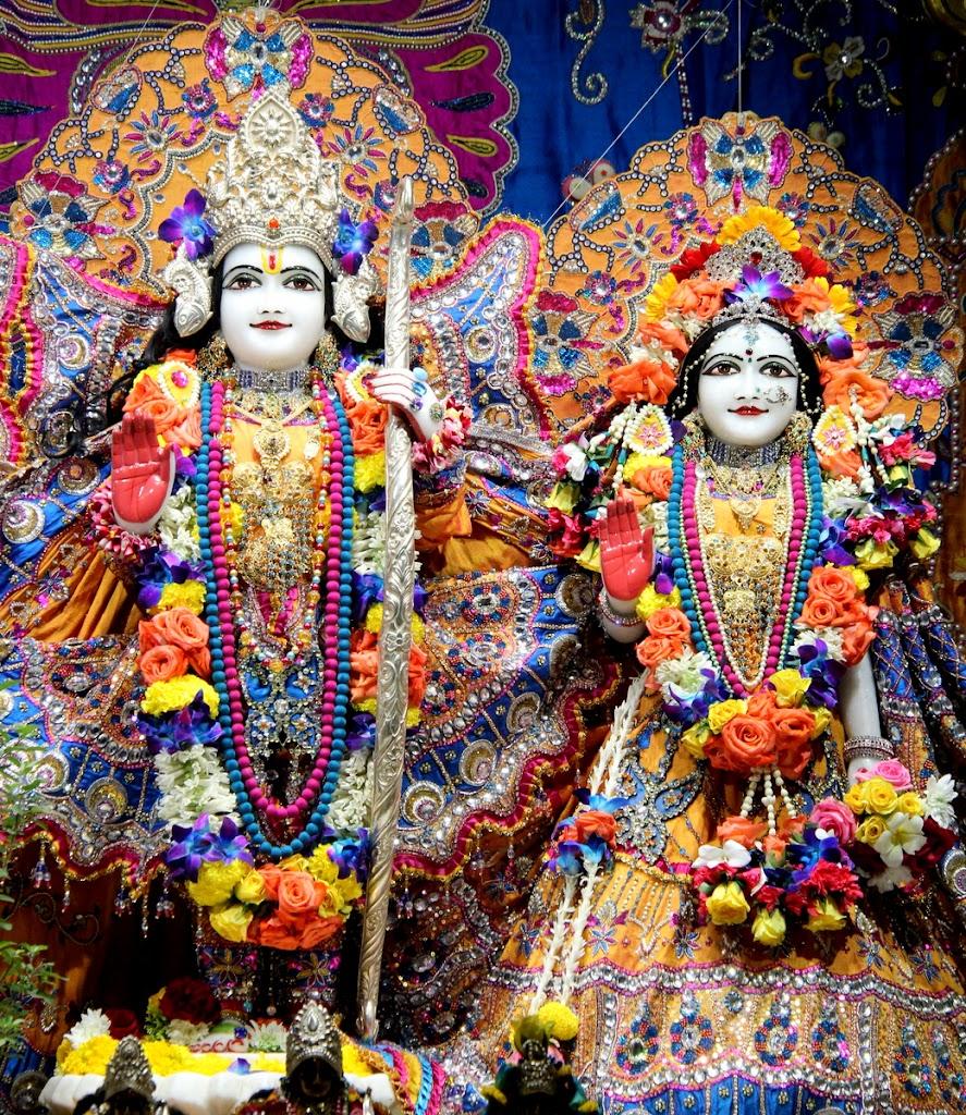 ISKCON Juhu Sringar Deity Darshan 14 Jan 2016 (28)