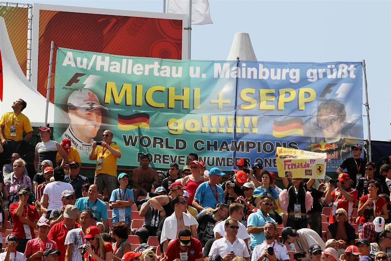 Michi Sepp go - болельщики Михаэля Шумахера и Себастьяна Феттеля на трибунах Хунгароринга на Гран-при Венгрии 2012