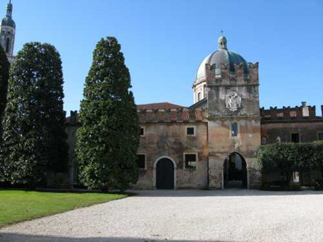 Belgian pearls the stables of castello di thiene italy for Castello di thiene