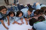 Los Lobatos escribiendo en el Muro Scout