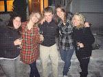 München: Sarah, Emily, Isaac, Sarah und Jenni am Abend in der bayrischen Hauptstadt.