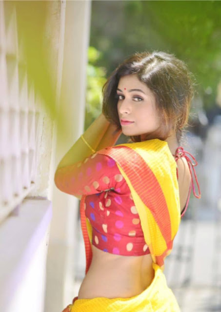 bengali girl saree back
