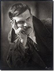 Alexander_Archipenko,_ca._1920,_Atelier_Riess,_photographer._Alexander_Archipenko_papers,_Archives_of_American_Art,_Smithsonian_Institution.