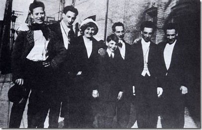 Groucho, Gummo, Minnie (madre), Zeppo, Frenchy (padre), Chico y Harpo en 1915