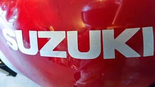 suzuki sv650 tank closeup