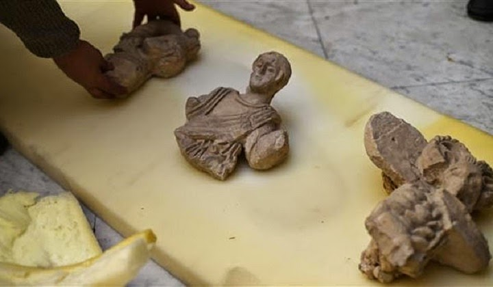 Syrian authorities seize 6,000 looted antiquities