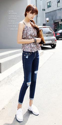 2 phong cach don gian voi jeans rach  2