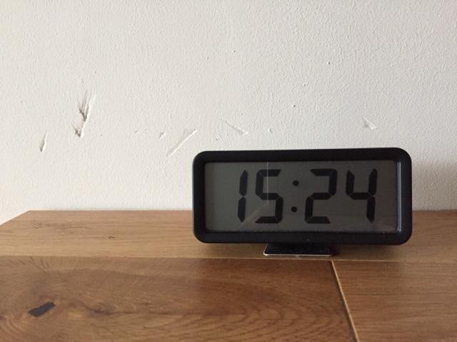 『無印良品 デジタル時計・小(アラーム機能付)掛置時計』