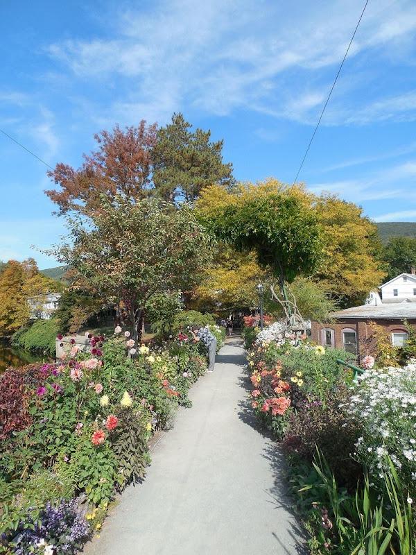 shelburne-bridge-of-flowers-3