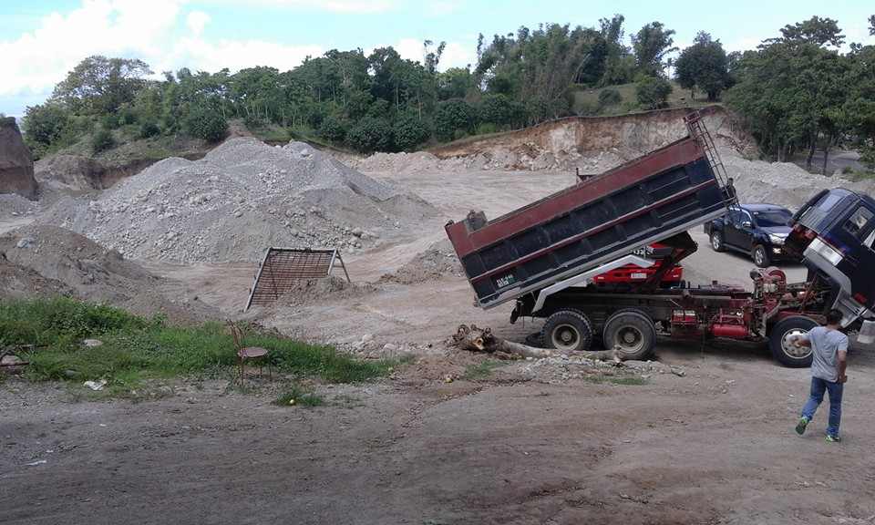 Image of Netizens supported municipal mayor of Siaton, Negros Oriental Mayor Cezanne Fritz Diaz on his crusade against illegal quarry. The mayor recently uploaded videos on his Facebook account exposing the damaged accumulated from the corrupt activities involving businessman known as Bluegen Lampajo.