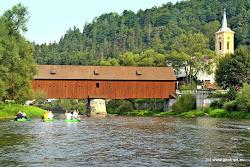 Tento krytý dřevěný most, dnes chráněný jako technická památka, přikázal postavit císař Karel IV v r. 1364. Od té doby byl několikrát zničen a znovu opravován. Most byl používán až do roku 1986, kdy byl zničen požárem. Délka současného mostu je 62 m.
