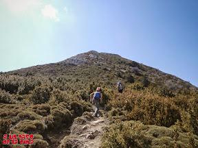 Comienzo del tramo final, todo por camino, hasta la cima. ©aunpasodelacima