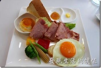 [台南]白色曙光(Light)全天早午餐,藍白風格。經典早午餐