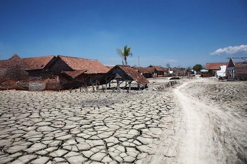 sidoarjo-mud-flow-1