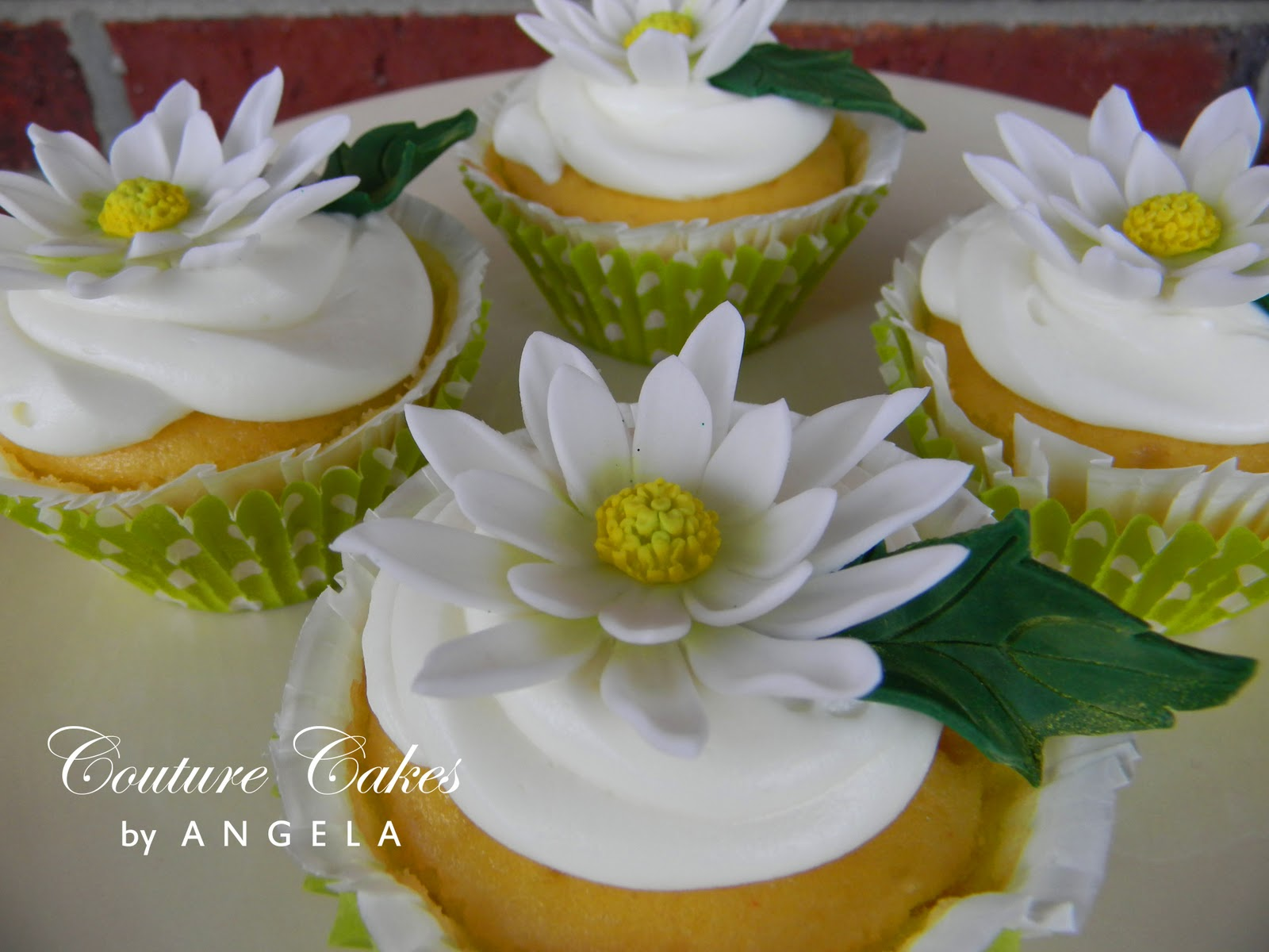 daisy cupcakes, wedding