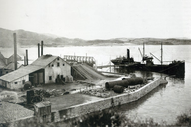 Getares. 1921. Primera factoria de la Compañia Ballenera Española. Foto de la revista Chasse Maree. Num 269.jpg