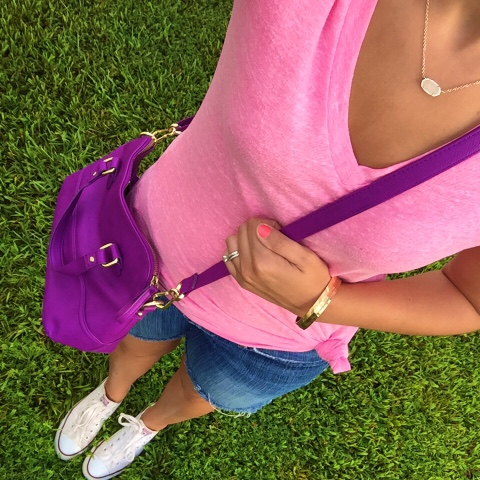 mom style, kendra scott, casual look, how to wear a knotted tee