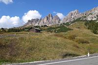 Bei der Abfahrt vom Grödner Joch (2121m) nach Corvara in Badia. Noch ein Blick auf die Cirspitzen.