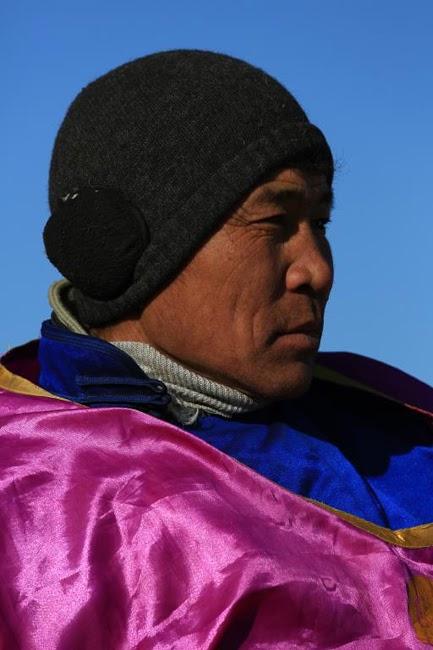 24 photos - Mongolia_camel_polo_by_rick_matthews-24
