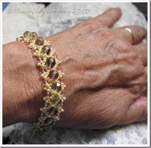10-22-daisy-chain-bracelet2
