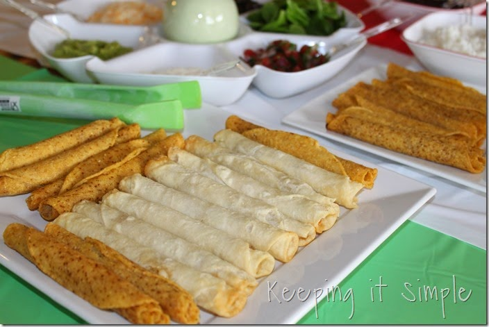#ad Delimex-taco-bar-with-pico-de-gallo-and-cilantro-ranch-dressing #DelimexFiesta (9)