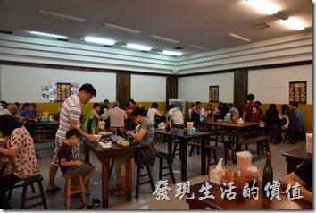 南投埔里胡國雄古早麵店內的環境。