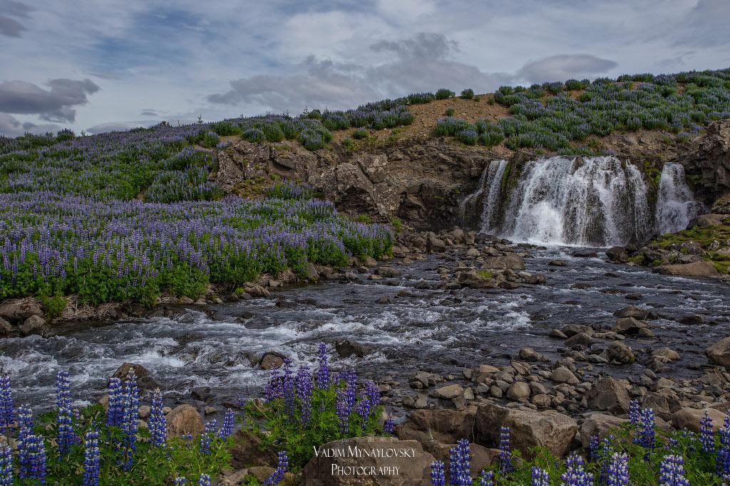 Первый водопад (Fossárrétt ) попавшийся на кольцевом маршруте вокруг Исландии