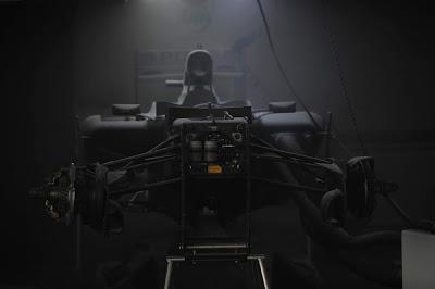 Williams в дыму после пожара в боксах на Гран-при Испании 2012