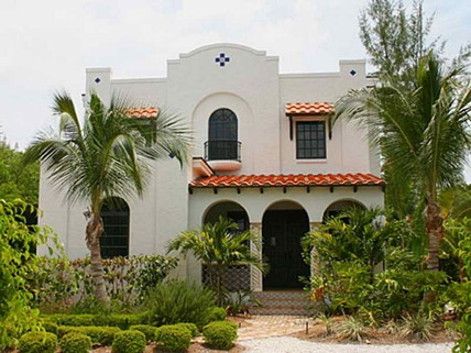 How-to-Paint-the-Exterior-of-Spanish-Colonial-Homes-with-Trees