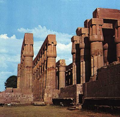 Sala hipóstila. Piedra arenisca. XIX dinastía. Complejo de templos de Karnak, Egipto.