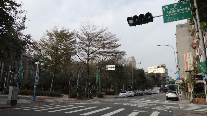 金華街右轉、過了青田街右轉就是烘焙者咖啡了.JPG