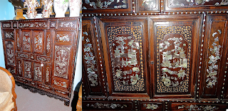 Шкафчик в восточном стиле. ок.1900 г. Резьба, инкрустация, кость, перламутр. Выдвижные ящики, дверки. 131/43/130 см. 4000 евро.