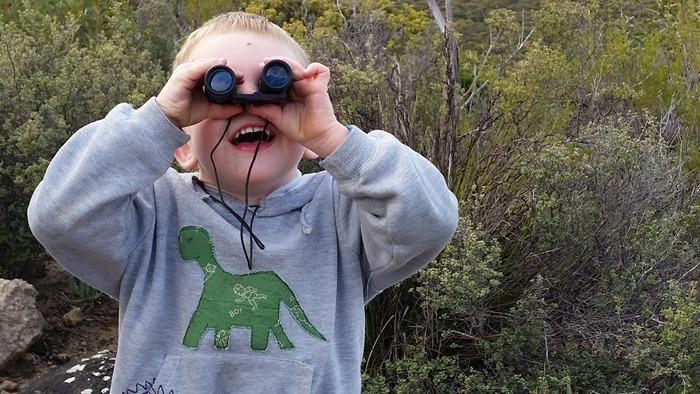 virtù - O. loves binoculars