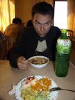 Na drugim planie zupa z ziemniakami i żyłami z barana