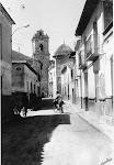 Panorámica de una calle de Catral. Años 70. (Charles). Biblioteca Municipal de Catral