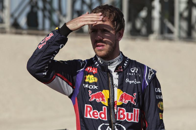Себастьян Феттель смотрит в даль на Гран-при Бахрейна 2014