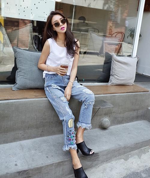 Co thu thuoc phien mang ten Jeans rach  2