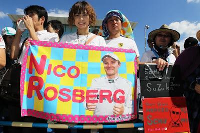 баннер в поддержку Нико Росберга от болельщицы Medusa на Гран-при Японии 2012