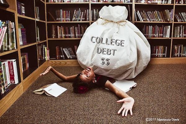 學生被貸款壓住