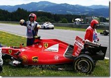 La Ferrari di Kimi Raikkonen dopo l'incidente