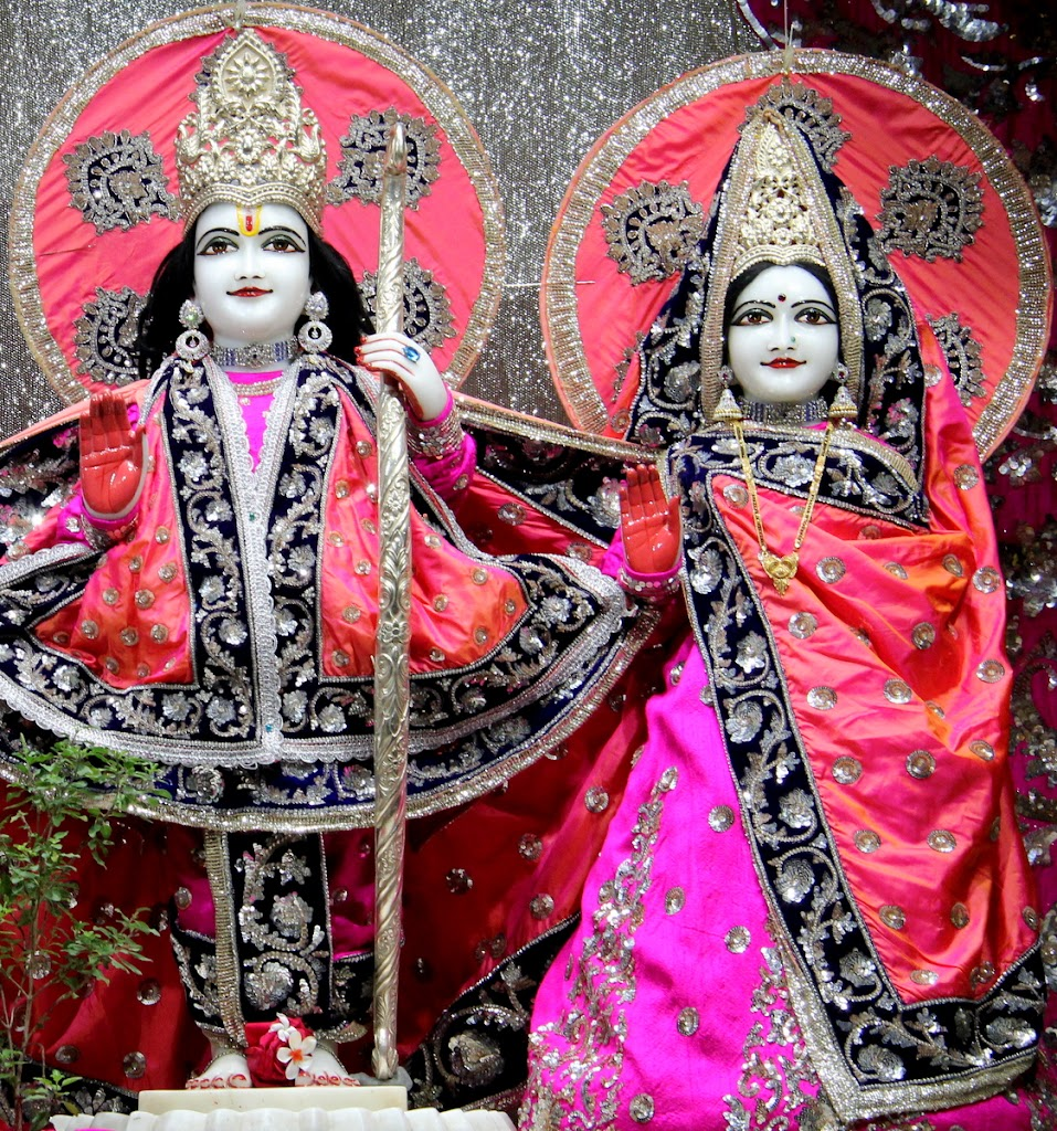 ISKCON Juhu Mangal Deity Darshan 14 Jan 2016 (20)