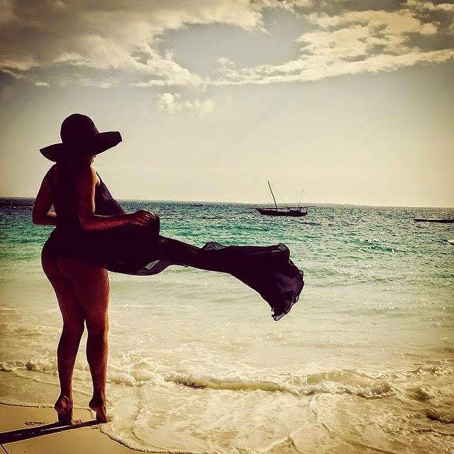 Bonang Flaunt her booty in zanzibar